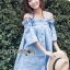 Lady Ribbon ขายส่งเสื้อผ้าออนไลน์พร้อมส่งของแท้ LR01220716 &#x1F380 Lady Ribbon's Made &#x1F380 Lady Victoria Casual Chic Off-Shoulder Soft Denim Dress thumbnail 3