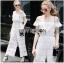 Lady Ribbon ขายส่งเสื้อผ้าออนไลน์พร้อมส่งของแท้ LR14220716 &#x1F380 Lady Ribbon's Made &#x1F380 Lady Michelle Pure White Off-Shoulder Lace Jumpsuit thumbnail 2