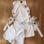 Lady Ribbon ขายส่งเสื้อผ้าออนไลน์พร้อมส่งของแท้ LR04220716 &#x1F380 Lady Ribbon's Made &#x1F380 Lady Lucy Minimal Chic Metal Loop Ribbon White Dress thumbnail 4