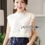 Lady Ribbon Online เสื้อผ้าออนไลน์ขายส่ง lady ribbon เสื้อผ้าLR11150816 &#x1F380 Lady Ribbon's Made &#x1F380 Lady Alice High-Neck Scallop White Lace Top เสื้อลูกไม้สีขาวทรงคอสูง thumbnail 3