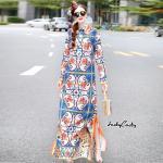เดรสยาว แบรนด์ Dolce&Gabbana งานสวย สีสวยสดใส พิมพ์กราฟฟิกลวดลายคมชัด ปลายเดรสพิมพ์ลายเสือตัดขอบสีส้มสวยเด่น ผ่าข้าง เก๋ เนื้อผ้า Polyester ผสม