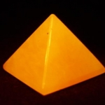 000 Honey Jade Pyramid ขนาด 3.5 cm