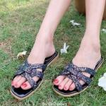 รองเท้าแตะหนังประดับคริสตัลงานสวย วัสดุเกรดดีคะ รองเท้าทรงนี้คือทรงที่ขายดีตลอดกาลสวมหน้า ดาราเซเลปนิยมใส่กันมากที่สุด เป็นแบบที่ใส่ได้เรื่อยๆ ใส่ชิวได้ตลอดฤดู
