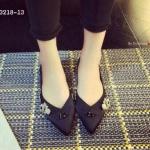 รองเท้าคัชชูส้นส้นเตี้ยทรงวีเซฟปักเพชรสไตล์ดิอรงานสวย ดีไซน์หรู ปักอะไหล่เพรชทำด้วยผ้าซาตินเนื้อดี ทรงสวย