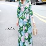 เดรสยาว แขน ยาว คอปก กระดุมหน้ายาว ทรงตรงปล่อยๆ งานแบรนด์ดัง Dolce&Gabbana ตัวเดรส พิมพ์ลายดอกไม้ทั้งตัวมาในโทนสีเขียวสวยสดใส งานมีซับใน ในตัว มาพร้อมคาดเอว เข้าชุด เนื้อผ้า