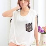เสื้อแฟชั่นสีขาว ตัวเสื้อด้านหน้าทำด้วยผ้ายืด ด้านหลังทำด้วยผ้าชีฟองลายจุด