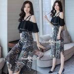 กางเกงเกาหลี เสื้อผ้าชีฟองเนื้อหนา สายใช้ผ้าสีดำแบบเจาะห่วง ทรงระลายอกเว้าไหล่ ดูสวยหวาน กางเกงผ้าเนื้อหนามีน้ำหนัก พิมพ์ลายทั้งตัว ทรงเอวสูง ปลายขาโค้งชายด้านข้าง ชุดนี้สวยหวานน่ารักมากๆ
