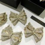 Chanel Brooch เข็มกลัดโบว์จาก Chanel งานอมตะคะ เรียบๆ ดูดีๆ กลัดเข้าได้กับทุกชุดเลย