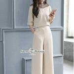 กางเกงเกาหลี ผ้าพื้นเนื้อดีหนานุ่มเนื้อมีน้ำหนัก เสื้อตรงคอใชัผ้าลูกไม้สีดำต่อ คอเป็นรูปตัววีสามเหลี่ยม