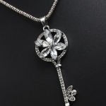 N1019 - สร้อยคอแฟชั่น,สร้อยคอ,สร้อยแฟชั่น,เครื่องประดับ crystal stones key shape long sweater chain necklace