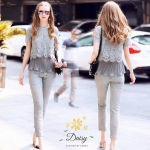 กางเกง เป็นผ้าลูกไม้ลายสวย กางเกงมีกระเป๋าข้าง มีซับในที่กางเกง และเสื้อ กางเกงแบบห้าส่วน