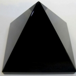 707 Obsidian Pyramid ขนาด 14 cm
