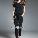 ชุดเซ็ทเสื้อ+กางเกงงานปัก ผ้ายืดคอตตอนเนื้อดี ใช้ผ้าเนื้อหนานุ่มมีน้ำหนัก ทำทรงชุดเซ็ทวอล์มน่ารักๆ เสื้อคอวี ตรงอกเป็นงานปักรูปแมงปอ กางเกงขายาวเอวขอบยาง