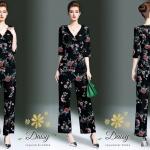 กางเกง เป็นจอเจียร์เนื้อดี ใช้ผ้าดีที่สุดทำค่ะ สกรีนลายดอกไม้บนพื้นดำ เสื้อเป็นแบบป้ายหน้า แขนยาวคลุมศอก