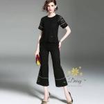 ชุดเซท เสื้อ+กางเกง เป็นผ้าลูกไม้ลายสวย กางเกงมีกระเป๋าข้าง มีซับที่เสื้อ และกางเกง กางเกงขายาวเอวสูง