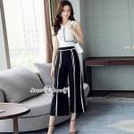 ชุดเซ็ทเสื้อ+กางเกงเกาหลี เสื้อผ้าคอตตอนเนื้อดีหนานุ่ม คอกลมแขนกุด ด้านหน้าตัดเส้นด้วยสีขาวดำ