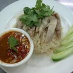 ข้าวมันไก่ Steamed chicken with rice