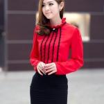 เสื้อแฟชั่นเกาหลีแขนยาว แต่งด้วยลูกไม้สีดำตามแนวเสื้อ Size M