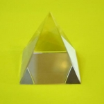 000 Crystal Pyramid ขนาด 2 cm