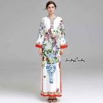 เดรสยาว แขนยาว ทรงสวย งานแบรนด์ Dolce&Gabbana งานสวย สีสวยสดใส พิมพ์ลายดอกไม้ลวดลายคมชัด เนื้อผ้า Polyester ผสม ตรงคอแต่งปัก อย่างดี มาพร้อมผ้าคาดเอว งานป้าย D&G คะ