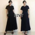 Maxi dress สีดำ ดีเทลคอกลมแขนสั้น เนื้อผ้ามีน้ำหนักใส้แล้วพริ้วสวย