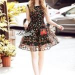เดรสสไตล์เกาหลี ทรงแขนกุดดีไซน์ผ้าปักดอกไม้ดอกเล็กทั้งชุด โทนสีแดงดำสวยเก๋ ดีเทลผ้าปักสวยมากค่ะ