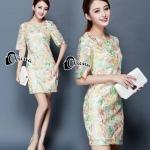 Mini dress แขนสามส่วน ด้านนอกเป็นผ้าซีทรูปักลายดอกไม้ สีเขียว ส้ม ชมพู ดู สดใส