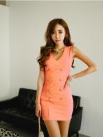เดรสเกาหลีแขนกุดคอวี แต่งด้วยกระดุมตามแนวเสื้อ