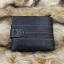 กระเป๋าสตางค์ผู้ชาย หนังแท้ ทรงสั้น GUBINTU Line Button Zip - สีดำ thumbnail 4