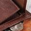 กระเป๋าสตางค์ผู้ชาย หนังแท้ ทรงสั้น Shidai Piroyce - สีน้ำตาล thumbnail 5