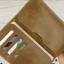 กระเป๋าสตางค์ผู้ชาย หนังแท้ ทรงตั้ง ใส่มือถือและเสียบสายชาร์ตได้ - สีน้ำตาลเข้ม thumbnail 2