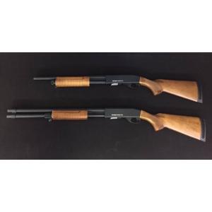 ปืนลูกซองยาว Classic Army M870 Shotgun ระบบ Pump Action Air Cocking (ชักยิงทีละนัด) วัสดุที่ใช้ทำกระโจมและพานท้าย เป็นไม้แท้ๆ สวย เนียน โครงปืนและลำกล้องทำจากโลหะ (Full Metal) แม็กกาซีนบรรจุ 22นัด ความแรงเฉลี่ย 430fps ขนาดเท่าปืนจริง น้ำหนักประมาณ 3 กก. ร