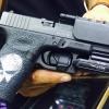 New.Olight PL-MINI ไฟฉายติดปืนขนาด Compact กะทัดรัด ชาร์จในตัวได้ด้วยสายชาร์จแม่เหล็กในชุด แบตภายในตัว มาพร้อมขาจับแบปลดเร็ว ความสว่าง 400 Lumens และถ้าเปิดลากนานๆ จะดรอปแสงลงเหลือ 60 ลูเมนส์ ทำให้ใช้งานได้ต่อเนื่องนานถึง 1ชม. + แนวแสงกว้างๆ เหมาะสำหรับติ