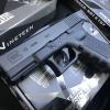 New.Classical Gun Glock19 ระบบแก๊ส Co2 แรง 5xx fps ใช้ลูกกระสุนขนาด 6mm ไม่มีโบวแบล็ค หรือดึงสไลค์ไม่ได้ จึงเป็นที่มาของความแรงปืน และทนทานกว่า ปืนสั้น Co2 ที่มีโบวแบล็คทั่วไป ตัวปืนถอดแบบจากปืนจริง ทั้งขนาดและน้ำหนัก สไลด์โลหะ โครงไนลอน Nylon ราคาพิเศษ