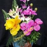 จัดดอกไม้จากแจกันลูกค้า