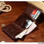 กระเป๋าสตางค์สำหรับผู้ชาย ของขวัญที่แทนคำอวยพรและความผูกพันจากคนสำคัญ
