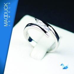 แหวนเงินแท้ เพชรสังเคราะห์ ชุบทองคำขาว รุ่น RG1453 Trios