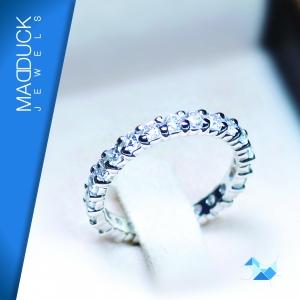 แหวนเงินแท้ เพชรสังเคราะห์ ชุบทองคำขาว รุ่น RG1428 Eternity