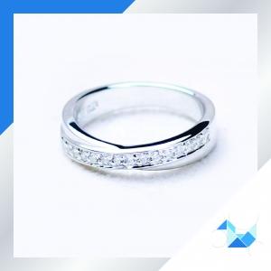 แหวนเงินแท้ เพชรสังเคราะห์ ชุบทองคำขาว รุ่น RG1527 Cross Road Semi G