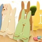 กระต่ายน้อยวางมือถือ