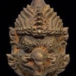 เศียรเทพพญาครุฑเนื้อนวะโลหะหล่อเทดินไทยฝั่งตะกรุดเงิน 8 ดอก ครูบาอริยชาติ