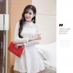 เดรสสีขาว ผ้าสวย ยืดหยุ่นดีมากค่ะ ผ้าหนาค่ะ ซิปหลัง แขนยาว กระโปรงบาน