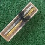 ปากกาเงินทองคู่ในกล่องไม้