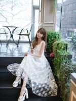 เดรสสีขาว ตัวนี้งานสวยยยยยมากค่ะ เป็นลายดาวน่ารักใสๆๆมาก ตัวยาวดูเรียบร้อย ผ้าดี ซิปหลัง มีซับใน