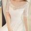เดรสสีขาวตัวยาว ตัวนี้กรี๊ดดดดมากค่ะ ถ่าย pre-wedding ได้เลยนะคะ ช่วงบนต่อผ้าลูกไม้ตามแบบคอเว้าโค้งได้ระดับ ติดมุกสวยงาม ช่วงเอวเดินผ้าลายซ้อน 3 ชั้นให้ดูเอวเล็กสวยงาม ดีเทลเริ่ดดดค่ะ thumbnail 6