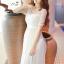 เดรสสีขาวตัวยาว ตัวนี้กรี๊ดดดดมากค่ะ ถ่าย pre-wedding ได้เลยนะคะ ช่วงบนต่อผ้าลูกไม้ตามแบบคอเว้าโค้งได้ระดับ ติดมุกสวยงาม ช่วงเอวเดินผ้าลายซ้อน 3 ชั้นให้ดูเอวเล็กสวยงาม ดีเทลเริ่ดดดค่ะ thumbnail 7