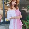 เสื้อแฟชั่นเกาหลี โชว์ไหล่ แต่งสายเดี่ยวแขนสั้น สีขาวสลับลายริ้วสีแดง
