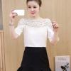 เสื้อแฟชั่นเกาหลี คอลูกไม้ แต่งแขนระบาย สีขาว