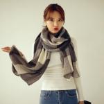 ผ้าพันคอกันหนาวสไตล์เกาหลี เนื้อเบา ลายสก๊อต สีครีมดำ