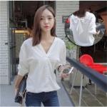 เสื้อเชิ้ตแฟชั่นเกาหลี คอวีแขนยาว ผูกโบว์ด้านหลัง สีขาว